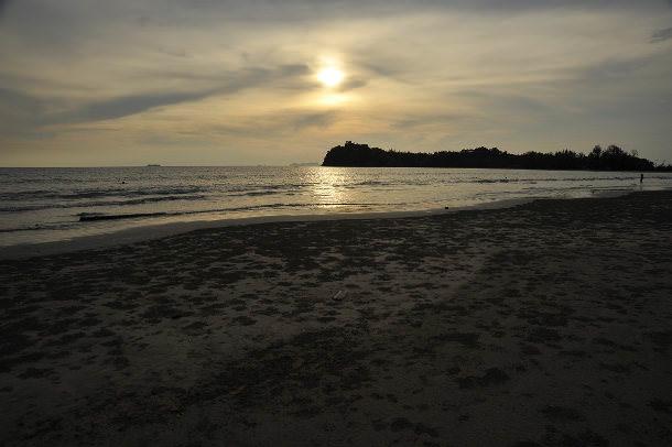 Kaw Kwang beach at sunset