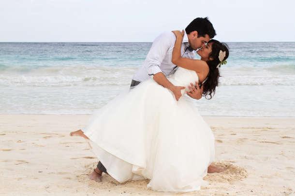 beach-kiss